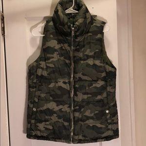 Old Navy camo vest 💚